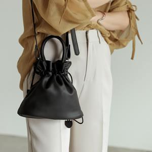 アクセサリー感覚で持ちたいデザインバッグ
