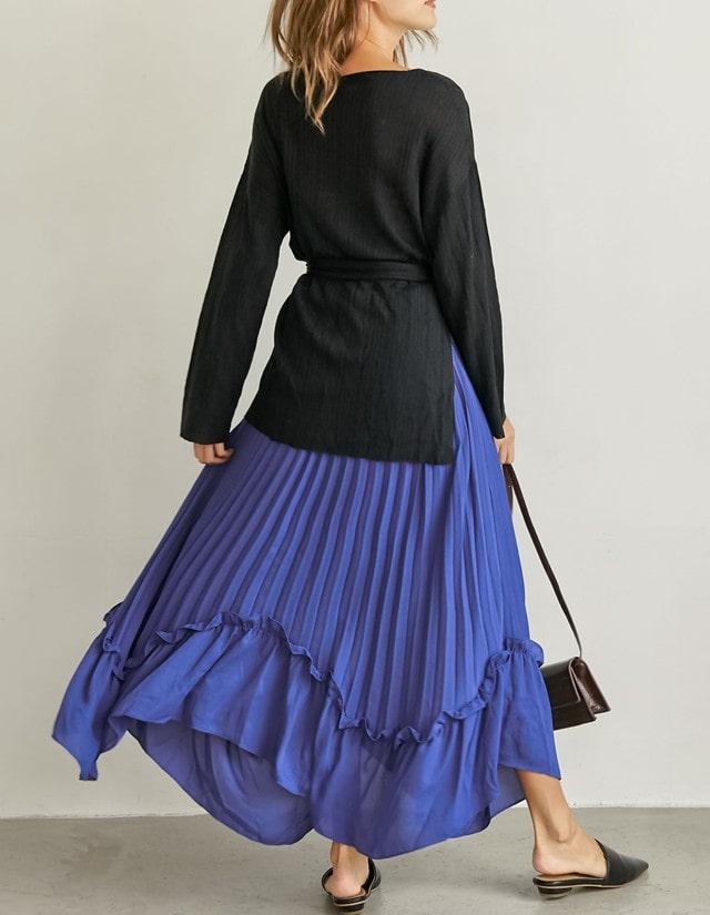 真っ青なスカート