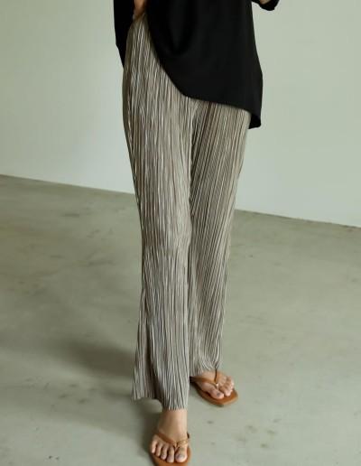 [低身長サイズ有][裏地なしVer]グロッシーサテンプリーツキックフレアパンツ