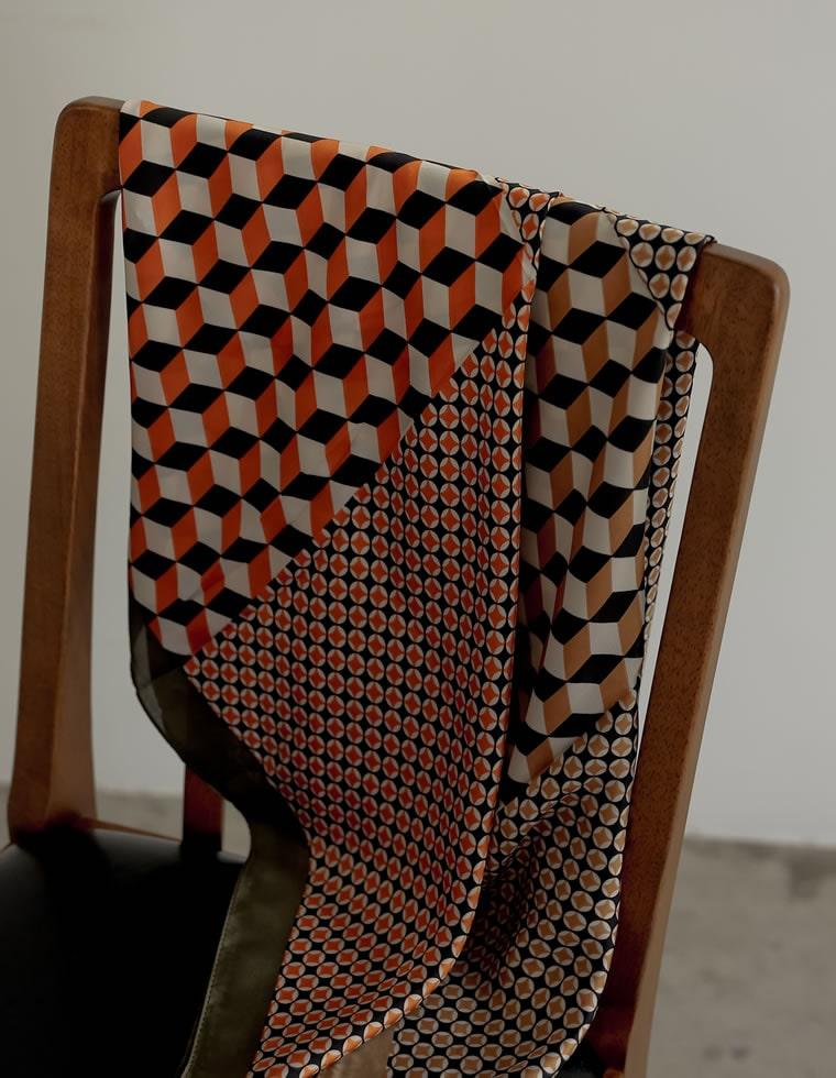 135109_幾何学模様レトロスカーフ